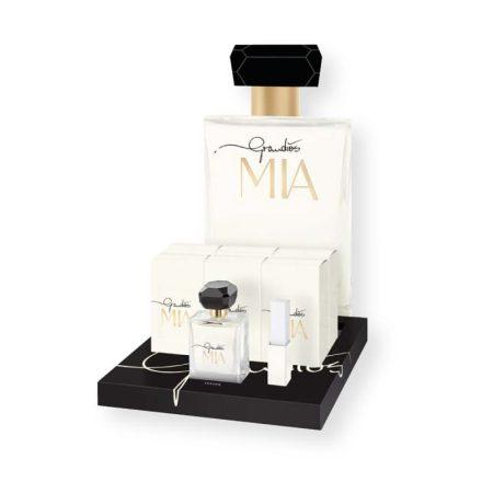 O perfume Grandios MIA encanta pela sua elegância. As essências sensuais das notas de fundo dão a este perfume um acabamento distinto e magnífico. Por ter um aroma floral, de notas naturais e amadeiradas, esta fragância é uma excelente opção para utilizar diariamente mas também em ocasiões especiais ou mais formais.