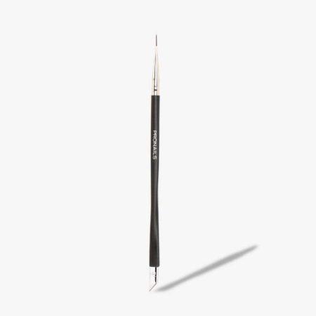 O pincel N° 7 permite criar os mais refinados desenhos de nail art. Graças à sua forma longa e pontiaguda, este pincel é muito flexível. E, por isso, é o parceiro perfeito para desenhar uma detalhada linha de manicure francesa. Para um look natural, elegante e feminino.