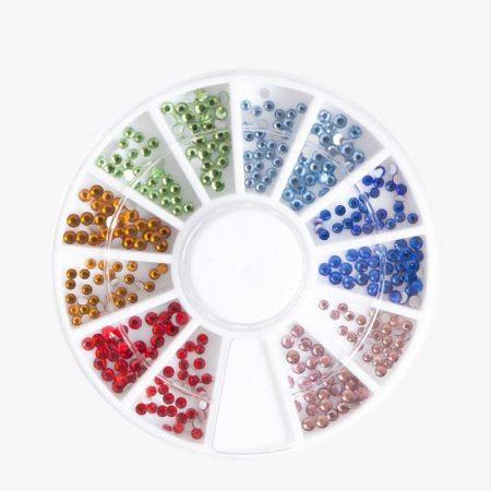 O carrossel de nail art Rainbow Rhinestones oferece-lhe 306 pedras e pérolas brilhantes. Um verdadeiro tesouro para decorar as unhas!