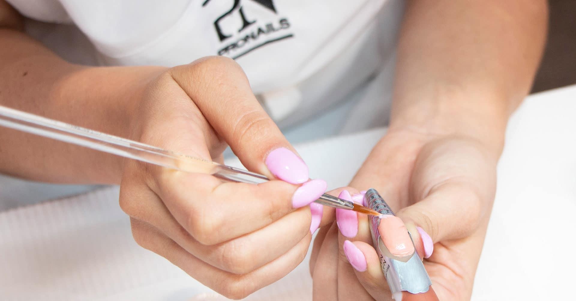 Na Formação de Unhas de Gel vai aprender como fazer a manicure natural, como fazer de unhas de gel com extensão, como limar e muito mais!