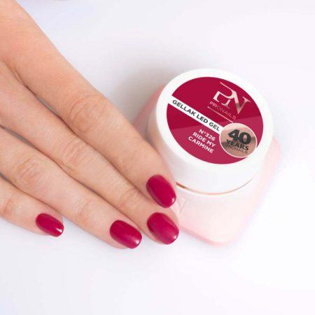 O gel de cor Gellak 326 é muito pigmentado e por isso garante uma cobertura perfeita a todas as unhas de gel. Disponível em mais de 200 cores