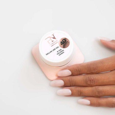 O gel de cor Gellak 329 é muito pigmentado e por isso garante uma cobertura perfeita a todas as unhas de gel. Disponível em mais de 200 cores